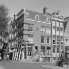 Leliegracht 36 - 44 (ged.) v.r.n.l., rechts van het hoekhuis Keizersgracht 170 (…