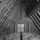 Begijnhof 34, Het Houten Huys, vliering gezien naar de voorgevel