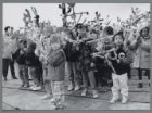 Palmpasenstoet van kinderen van de Merkelbachschool, Arent Janszoon Ernststraat …