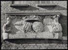 Valeriusstraat 198, het Fontaine Hofje detail van de voorgevel met een gevelstee…