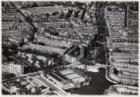 Luchtfoto van het Noorder Amstelkanaal (midden links) en omgeving gezien in noor…