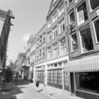Tussen nummers 11 en 13 de Egelantiersstraat