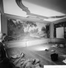 Prins Hendrikkade 144, kamer met beschilderd behangsel met daarop een jachttafer…