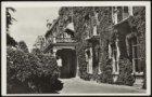 Hoofdingang Burgerziekenhuis, Linnaeusstraat 89. Uitgave: Van Leer's fotodrukind…