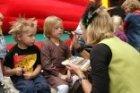 Activiteiten voor kinderen op de Albert Cuypstraat tijdens de autoloze zondag