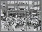 Feest bij café Nol, Westerstraat 109 hoek Eerste Anjeliersdwarsstraat