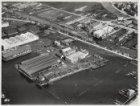 Luchtfoto van de Jachthaven (rechts) en omgeving gezien in noordwestelijke richt…