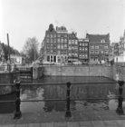 Singel 8 - 14 v.r.n.l. met rechts aansluitend de zijgevel van Haarlemmerstraat 1