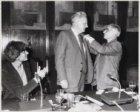 Onderscheiding van Louis Kuipers door Burgemeester Polak