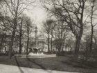 Het Wertheimpark, Plantage Parklaan, gezien naar de fontein met op de achtergron…