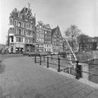Singel 2 - 6 v.r.n.l. met links aansluitend de zijgevel van Haarlemmerstraat 2