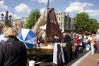Feestelijke heropening van de Hogesluis over de Amstel (Brug 242) waarbij maatje…