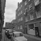 Hazenstraat 1 (ged.) - 3 (ged.) met aansluitend links de zijgevel van Lauriergra…