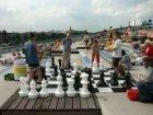 """Oosterdok 2 met levensgroot schaakspel op het dakterras van museum """"Nemo"""" (New M…"""