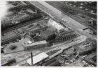 Luchtfoto van de Haarlemmerweg en de Haarlemmervaart gezien in noordwestelijke r…