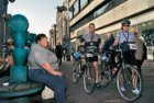 Deelnemende wielrenners aan de Dam tot Damloop 2007 op het Damrak