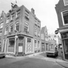 Egelantiersstraat 54 (ged.) -56 gescheiden door Eerste Egelantiersdwarsstraat 2-…