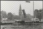 Het met hekken afgezette bouwterrein voor het Stadhuis-Muziektheater