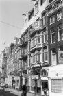 Amstelstraat 23 (ged.) - 43 (ged.) waarvan de nummers 39 - 41 winkel-woonhuizen …