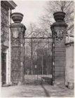 De ingang tot de Hortus Botanicus, Plantage Middenlaan 2, gezien vanaf de binnen…
