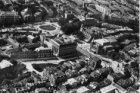 Luchtfoto van het Leidseplein en omgeving met Stadsschouwburg en American Hotel