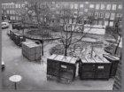 In verband met renovatie huisraad opgeslagen in containers, Sportstraat 25-51. O…