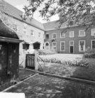 Karthuizersstraat 43 (ged.) - 57 (ged.), gevels aan de binnenplaats van het Huis…