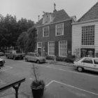 Amstelveld 6 en 10 (ged.), zijgevel van de Amstelkerk in de Kerkstraat