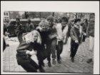 Westermarkt, jongeren tijdens Koninginnedag (?)