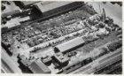 Luchtfoto van het terrein van Muller's Metaal Maatschappij NV, Asterweg 27. Bove…