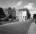 Binnenkant 46 - 51 en rechts Kalkmarkt 1 - 12 v.r.n.l. In de gevel van Binnenkan…