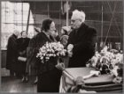 De doopster van de tanker ms. Dorestad krijgt instructies voor de doop