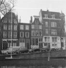 Brouwersgracht 55 - 59 met aansluitend rechts de zijgevel van Keizersgracht 1 (m…