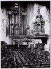 Interieur van de Nieuwe Kerk en rechts de preekstoel, Dam 12