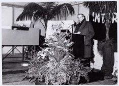 Burgemeester van A'dam, Mr. G. van Hall houdt een speech wegens hhet slaan van d…