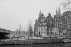 Korte Prinsengracht 5 - 15 (ged.), in het midden de Haarlemmer Houttuinen en lin…