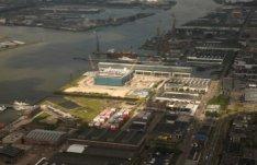 Luchtfoto Kraanspoor met het Hemahoofdkantoor in aanbouw op het voormalige NDSM …