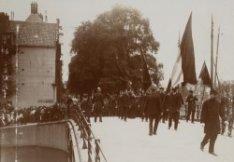 Optocht van het corps officieren van het Leger des Heils naar het Paleis voor Vo…