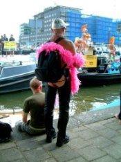 De opstapplaats voor boten van boten tijdens de Canal Parade in het Westerdok