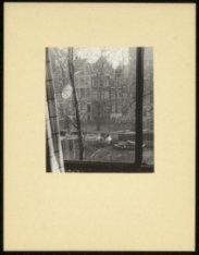 Keizersgracht 8-II. Uitzicht rechtuit op Keizersgracht 3-9