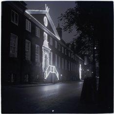 40-jarig regeringsjubileum koningin Wilhelmina (1898-1938). Illuminatie van de A…