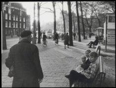 Westermarkt, kinderen op een bankje