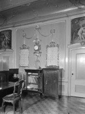 Keizersgracht 384, interieur met twee bovendeurstukken van de hand van Jacobus B…