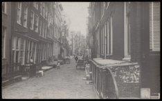 Binnen Wieringerstraat vanaf hoek Brouwersgracht. Op de achtergrond de Haarlemme…