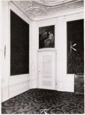 Interieur, Singel 126-130. Een deurstuk van Jacob Buys uit 1769 in het achterhui…