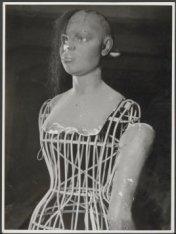 Eén van de vele attributen in het Tropenmuseum aan de Linnaeusstraat 2
