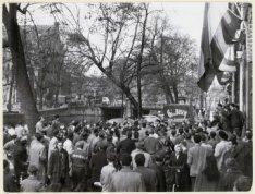 Vlaggen halfstok ter gelegenheid van de ondrukking van de Hongaarse Opstand, Kei…