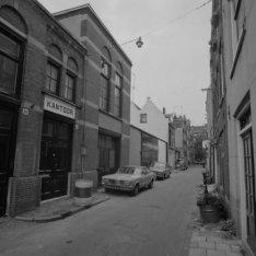 Tweede Looiersdwarsstraat 2 - 36 (ged.) v.r.n.l. met rechts aansluitend de zijge…