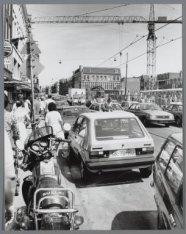 Verkeersdrukte in de Kinkerstraat ter hoogte van de Ten Katestraat