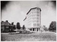 Het gebouw van de Rijksverzekeringsbank aan de Apollolaan op nummer 15